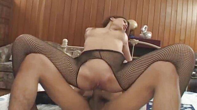 Étirement de la chatte de jeune fille vierge porn l'adolescence